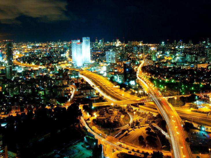 1280px-Tel_Aviv_Skyline_(night)_-_2